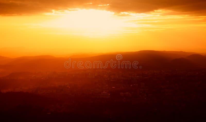 Ηλιοβασίλεμα πέρα από Tarnovo στοκ φωτογραφία με δικαίωμα ελεύθερης χρήσης