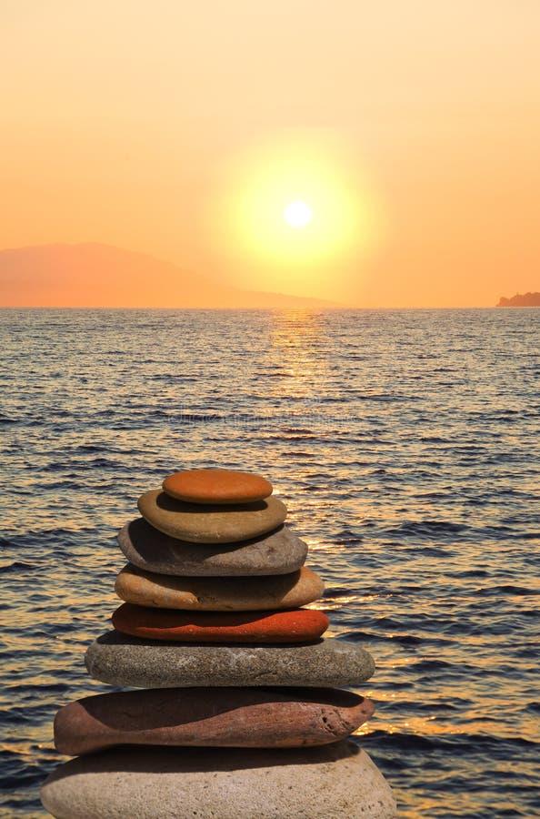 ηλιοβασίλεμα πετρών στο&i στοκ φωτογραφία με δικαίωμα ελεύθερης χρήσης