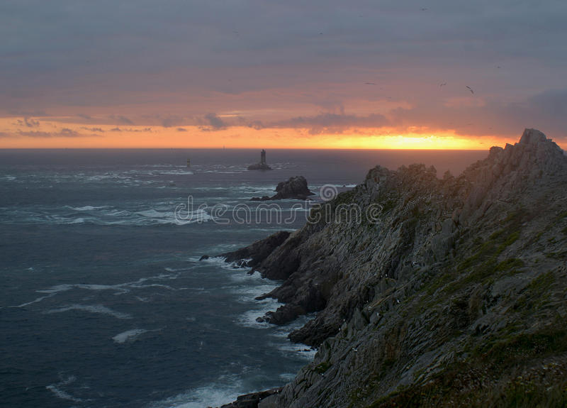Download ηλιοβασίλεμα πετρών στοκ εικόνες. εικόνα από φάρος, ορίζοντας - 13180698