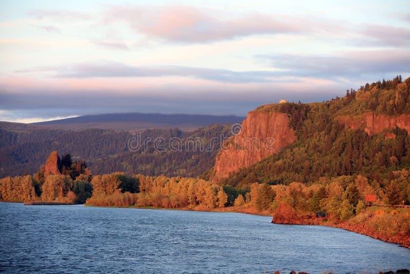 ηλιοβασίλεμα ποταμών φαρ στοκ εικόνα