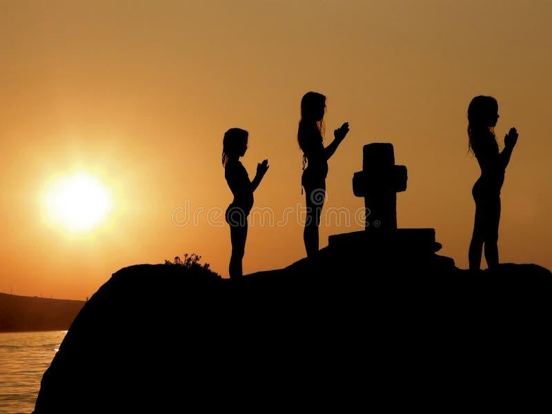 ηλιοβασίλεμα προσευχή&si στοκ φωτογραφία