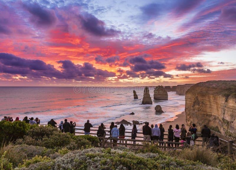 Ηλιοβασίλεμα σε δώδεκα αποστόλους, μεγάλος ωκεάνιος δρόμος, Βικτώρια, Αυστραλία στοκ φωτογραφία
