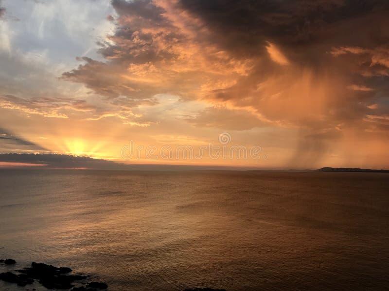 Ηλιοβασίλεμα σε Casapueblo στοκ φωτογραφία