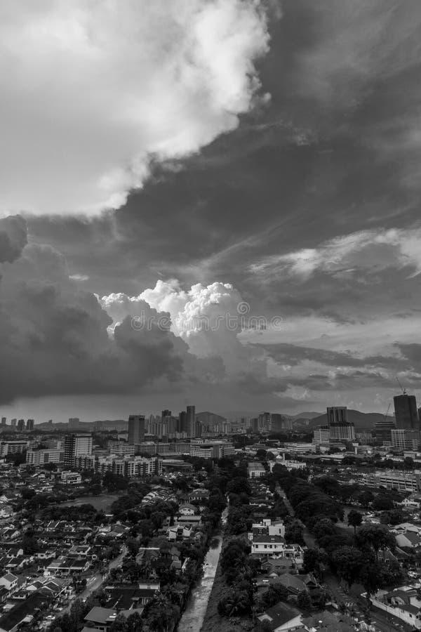 Ηλιοβασίλεμα σε Petaling Jaya, Selangor, Μαλαισία στοκ εικόνα