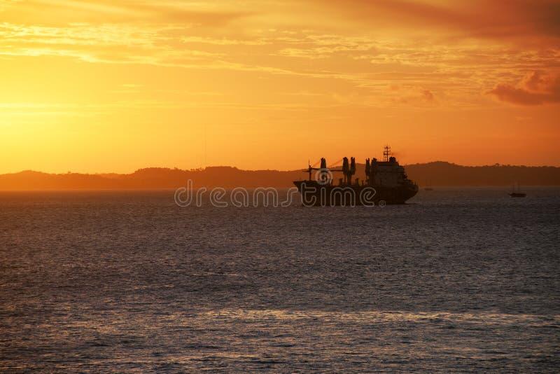 ηλιοβασίλεμα σκαφών στοκ φωτογραφίες