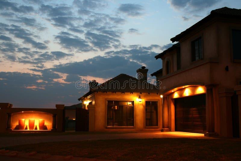 ηλιοβασίλεμα σπιτιών στοκ εικόνες