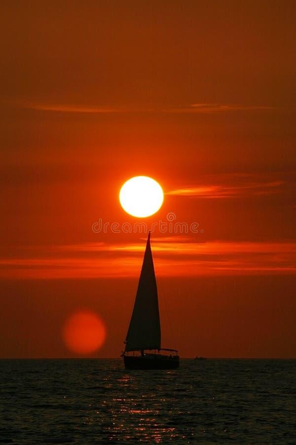 Ηλιοβασίλεμα στην αδριατική θάλασσα στοκ εικόνα