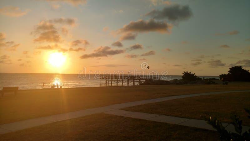 Ηλιοβασίλεμα στην αποβάθρα στοκ εικόνα με δικαίωμα ελεύθερης χρήσης