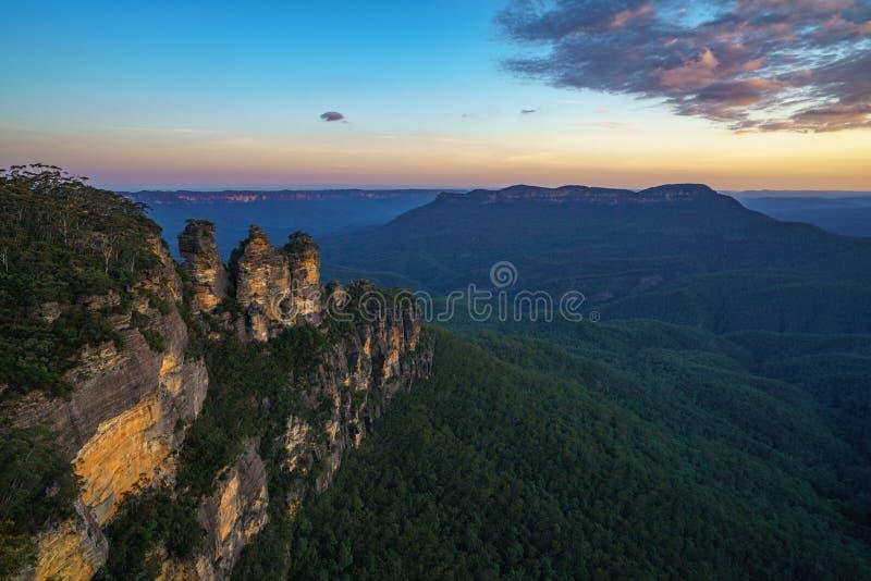 Ηλιοβασίλεμα στην επιφυλακή τριών αδελφών, μπλε βουνά, Αυστραλία 47 στοκ εικόνες