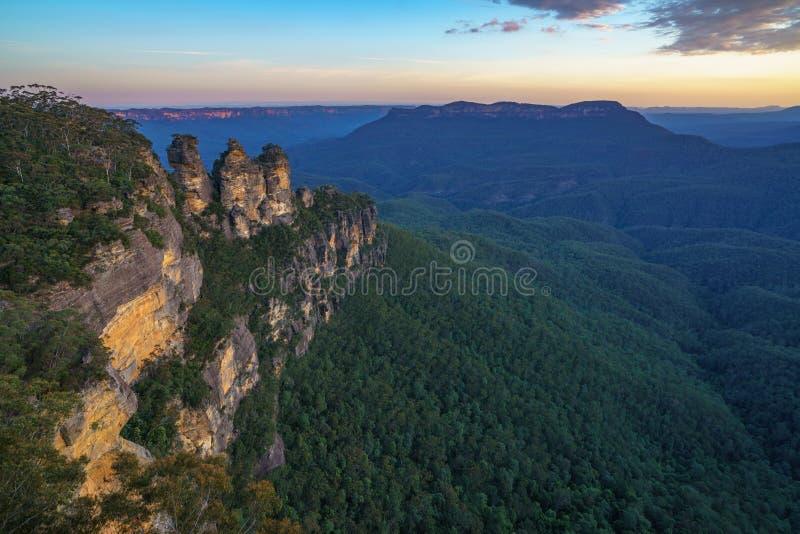 Ηλιοβασίλεμα στην επιφυλακή τριών αδελφών, μπλε βουνά, Αυστραλία 42 στοκ εικόνες