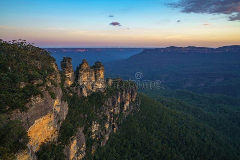 Ηλιοβασίλεμα στην επιφυλακή τριών αδελφών, μπλε βουνά, Αυστραλία 48 στοκ εικόνες