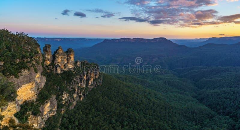 Ηλιοβασίλεμα στην επιφυλακή τριών αδελφών, μπλε βουνά, Αυστραλία 53 στοκ εικόνες