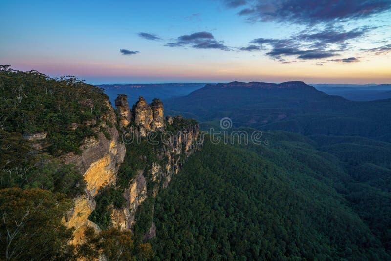 Ηλιοβασίλεμα στην επιφυλακή τριών αδελφών, μπλε βουνά, Αυστραλία 56 στοκ φωτογραφίες