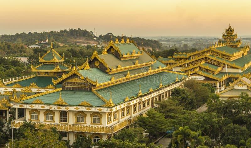 Ηλιοβασίλεμα στην παγόδα uppatasani, Myanmar στοκ φωτογραφία με δικαίωμα ελεύθερης χρήσης