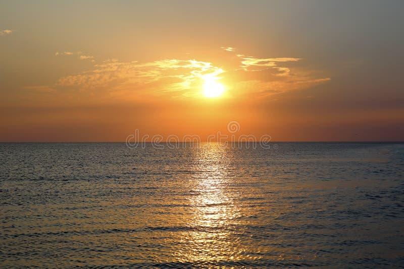 Ηλιοβασίλεμα στην παραλία θάλασσας στοκ φωτογραφία με δικαίωμα ελεύθερης χρήσης