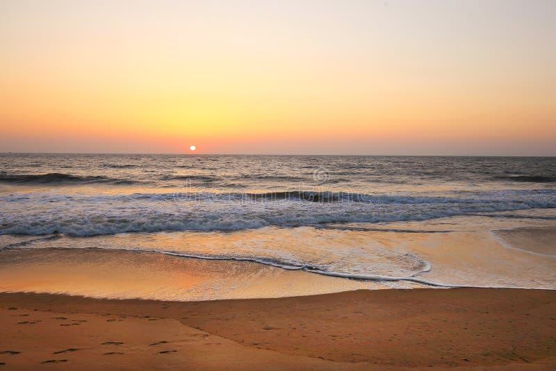 Ηλιοβασίλεμα στην παραλία νιρβάνα στοκ εικόνα