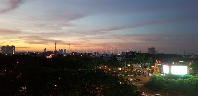 Ηλιοβασίλεμα στην πόλη στοκ εικόνες