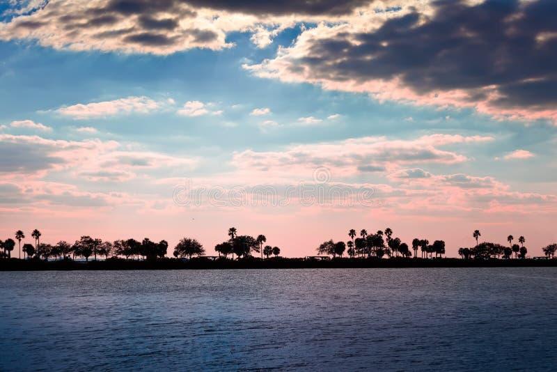 Ηλιοβασίλεμα στην Τάμπα, Φλώριδα στοκ εικόνες