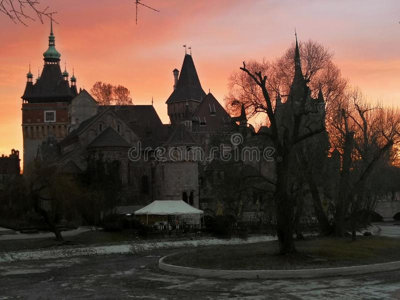 Ηλιοβασίλεμα στη Βουδαπέστη στοκ εικόνες
