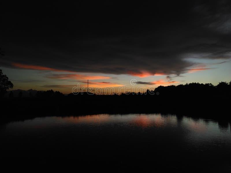 Ηλιοβασίλεμα στη γενέτειρα πόλη μου στοκ εικόνα με δικαίωμα ελεύθερης χρήσης