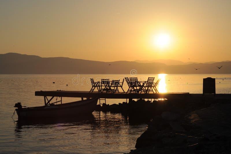 Ηλιοβασίλεμα στη λίμνη Οχρίδα στοκ εικόνα με δικαίωμα ελεύθερης χρήσης