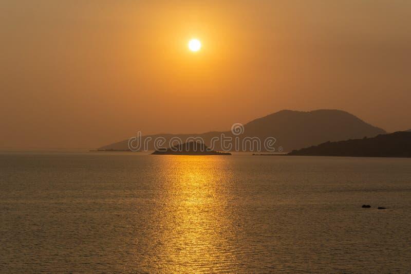 Ηλιοβασίλεμα στη λίμνη Bafa στην Τουρκία στοκ φωτογραφίες
