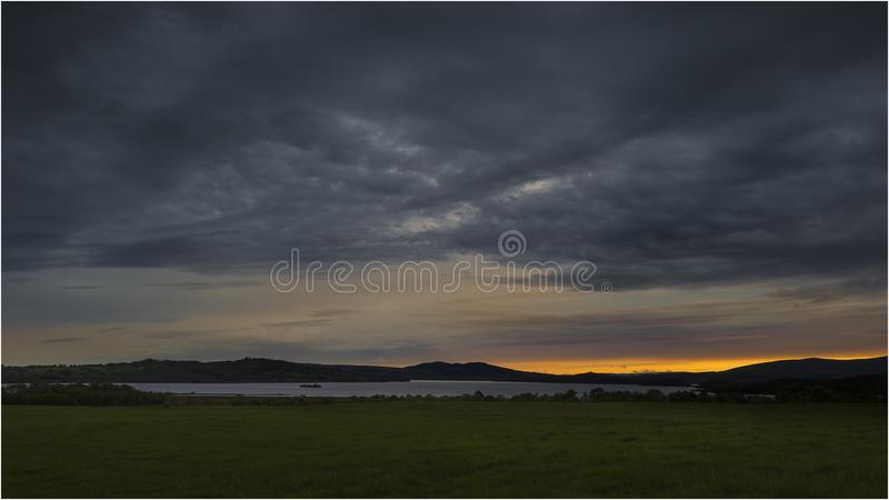 Ηλιοβασίλεμα στη λίμνη Lomond - Σκωτία στοκ εικόνες με δικαίωμα ελεύθερης χρήσης