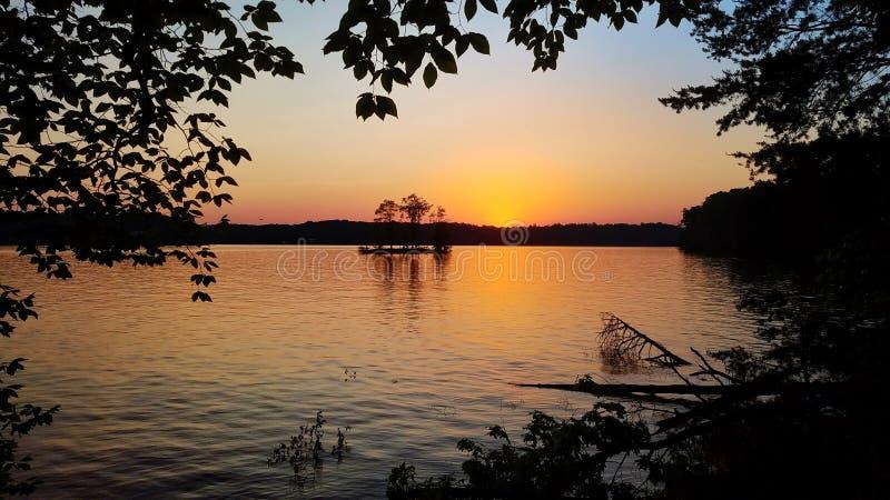 Ηλιοβασίλεμα στη λίμνη Norman Catawba στοκ εικόνες