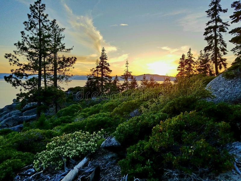 Ηλιοβασίλεμα στη λίμνη Tahoe στοκ εικόνες