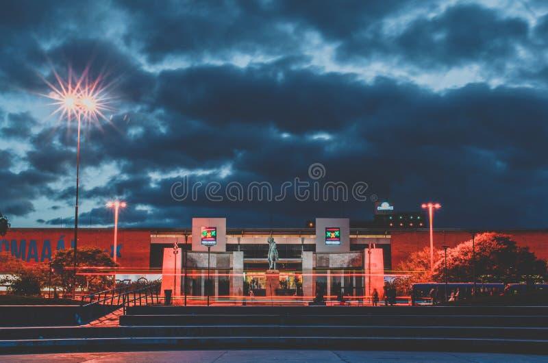 Ηλιοβασίλεμα στη λεωφόρο 18 de Julio στοκ εικόνες