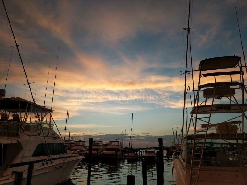 Ηλιοβασίλεμα στη μαρίνα στοκ εικόνες με δικαίωμα ελεύθερης χρήσης