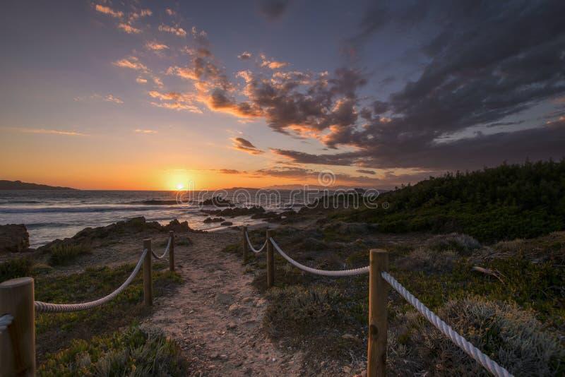 Ηλιοβασίλεμα στη Σαρδηνία, Ιταλία στοκ εικόνα με δικαίωμα ελεύθερης χρήσης