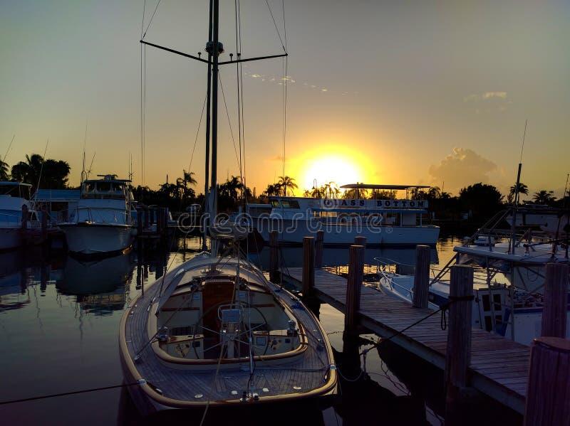 Ηλιοβασίλεμα στις Μπαχάμες, λιμένας Lucaya στοκ εικόνα με δικαίωμα ελεύθερης χρήσης