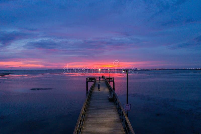 Ηλιοβασίλεμα στον κινητό κόλπο από τη Daphne, Αλαμπάμα στοκ φωτογραφίες