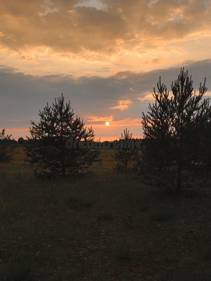Ηλιοβασίλεμα στον κοντινό του στρατόπεδου Reinsehlen ξενοδοχείων στοκ φωτογραφία