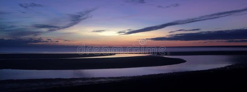 Ηλιοβασίλεμα στον κόλπο της Φινλανδίας στοκ εικόνα