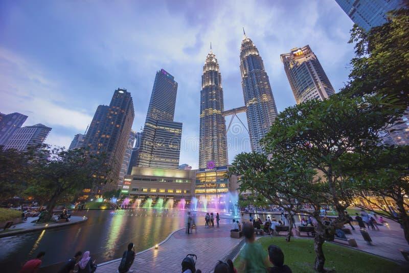 Ηλιοβασίλεμα στον ορίζοντα πόλεων της Κουάλα Λουμπούρ με τους δίδυμους πύργους Petronas KLCC στοκ εικόνες με δικαίωμα ελεύθερης χρήσης