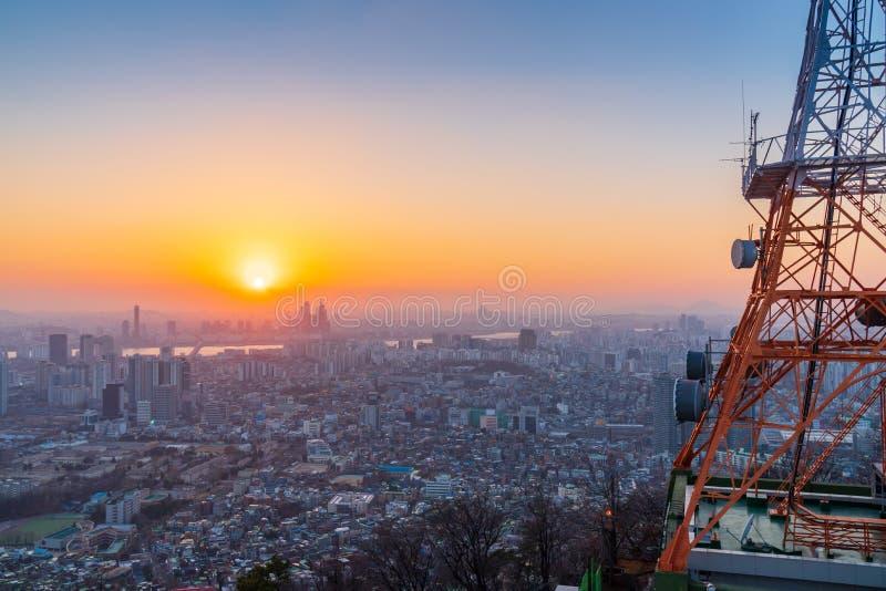 Ηλιοβασίλεμα στον ορίζοντα πόλεων της Σεούλ, Νότια Κορέα στοκ φωτογραφία με δικαίωμα ελεύθερης χρήσης