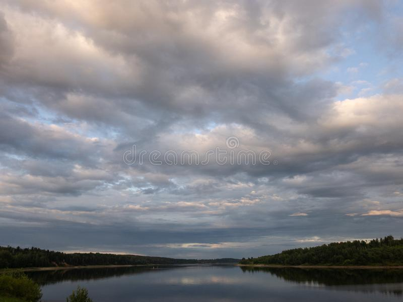 Ηλιοβασίλεμα στον ποταμό Βόλγας στοκ φωτογραφία με δικαίωμα ελεύθερης χρήσης