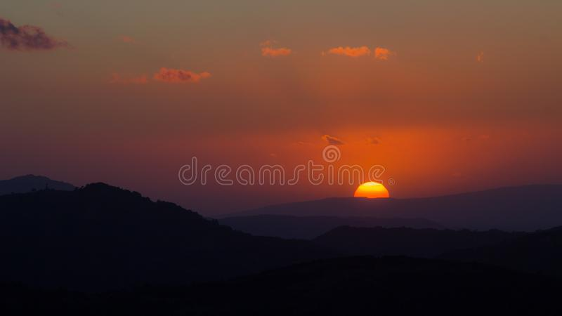 Ηλιοβασίλεμα στους λόφους της Σαρδηνίας στοκ εικόνες