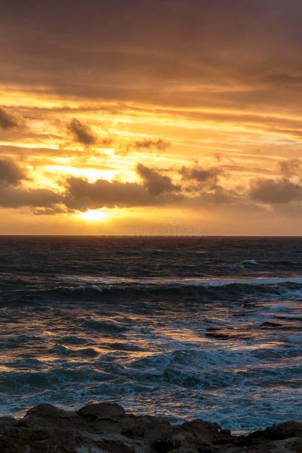 Ηλιοβασίλεμα στο ακρωτήριο στην τήβεννο, Νότια Αυστραλία στοκ φωτογραφία με δικαίωμα ελεύθερης χρήσης