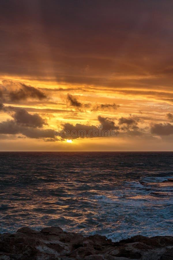 Ηλιοβασίλεμα στο ακρωτήριο στην τήβεννο, Νότια Αυστραλία στοκ εικόνα