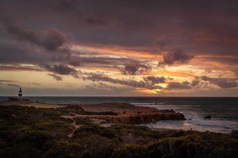 Ηλιοβασίλεμα στο ακρωτήριο στην τήβεννο, Νότια Αυστραλία στοκ φωτογραφία