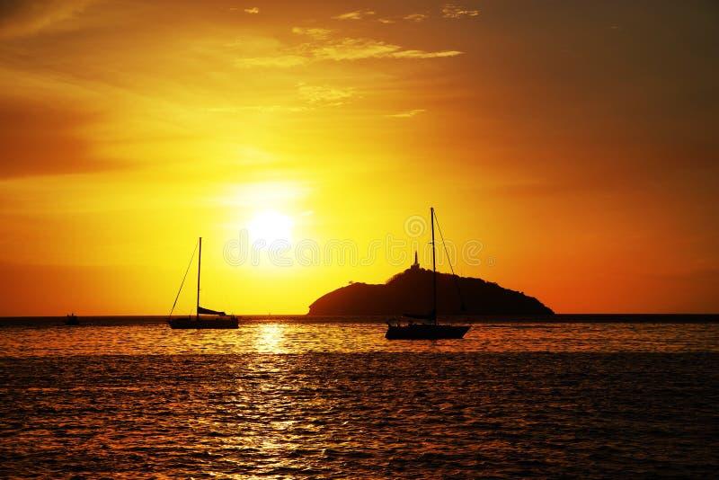 Ηλιοβασίλεμα στο θέρετρο Santa Marta - νησί EL Morro, Κολομβία στοκ εικόνα