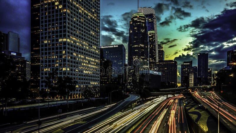 Ηλιοβασίλεμα στο στο κέντρο της πόλης Λος Άντζελες στην τέταρτη γέφυρα οδών στοκ φωτογραφίες