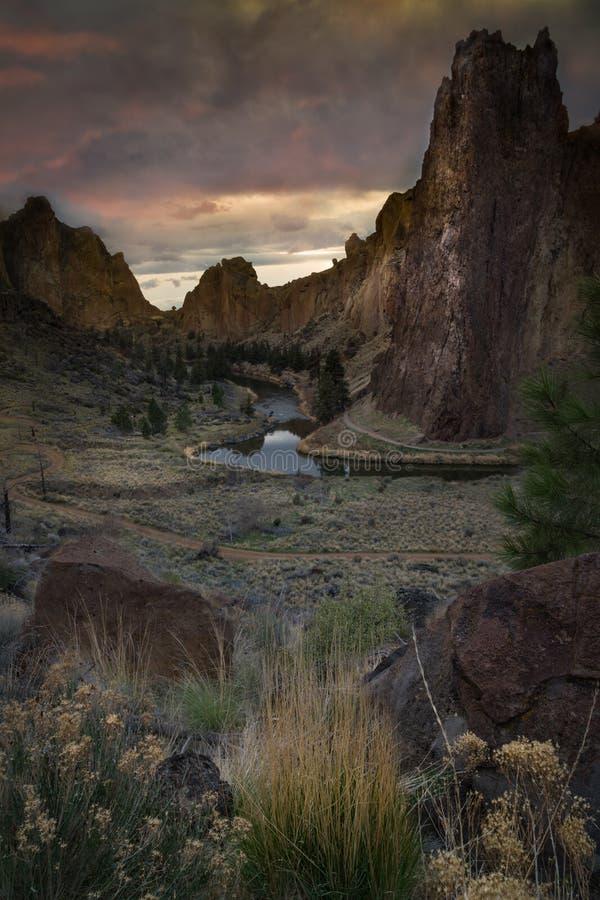 Ηλιοβασίλεμα στο κρατικό πάρκο βράχου Smith στοκ εικόνες