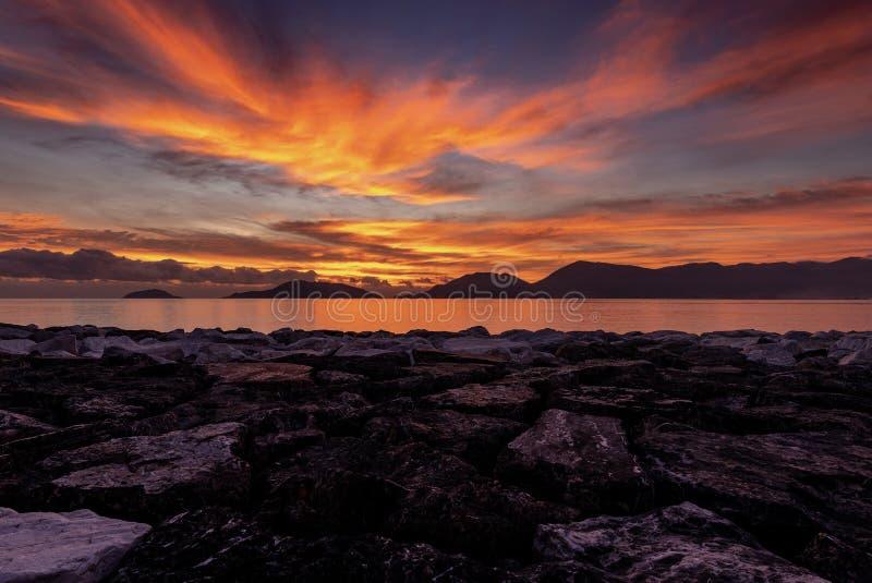 Ηλιοβασίλεμα στο Κόλπο του Λα Spezia - Lerici Ιταλία στοκ εικόνα