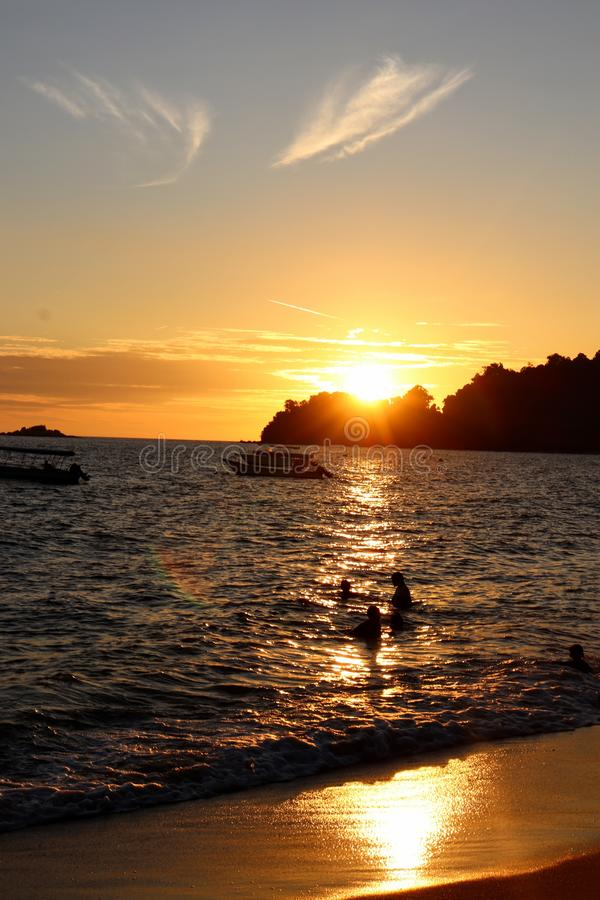 Ηλιοβασίλεμα στο νησί Μαλαισία Perak pangkor στοκ εικόνες