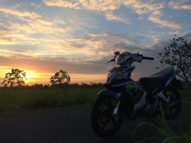 ηλιοβασίλεμα στο νησί της Ιάβας στοκ εικόνα