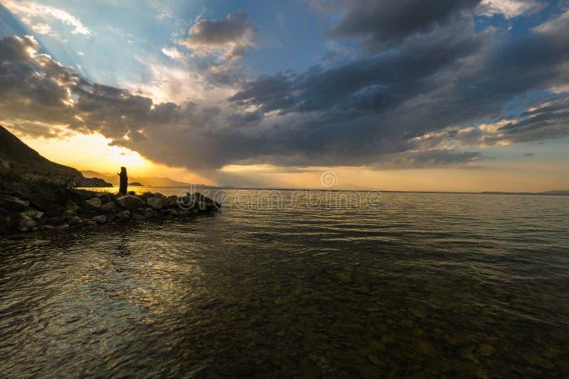 Ηλιοβασίλεμα στο φορτηγό λιμνών στην Τουρκία στοκ φωτογραφία με δικαίωμα ελεύθερης χρήσης